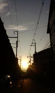 朝日まぶしく…